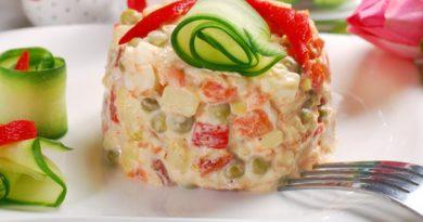 Салат с красной рыбой и сыром