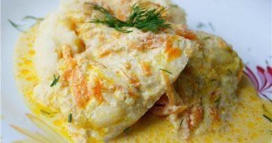 Вкусный запеченный минтай под сметанно-чесночным соусом