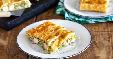 Пирог с курицей, пореем и сыром бри