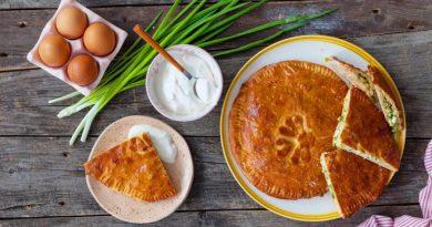 Идеальный пирог с зеленым луком и яйцами