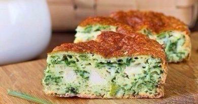 Безумно вкусный пирог с зеленым луком, курицей и сырной корочкой