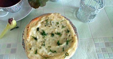 Домашний картофельный пирог с сыром и зеленью