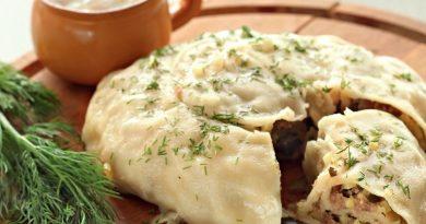 Катлама начинкой из мяса и картофеля