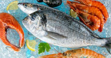Как правильно выбирать замороженную рыбу и креветки