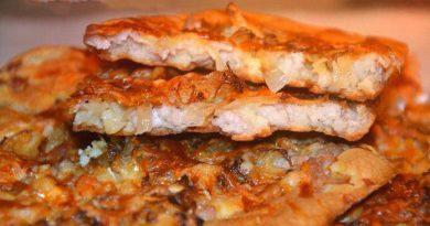 Тонкий хрустящий пирог с капустой и мясным фаршем