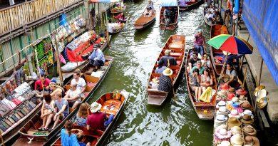 Где туристы могут побывать на плавучих рынках