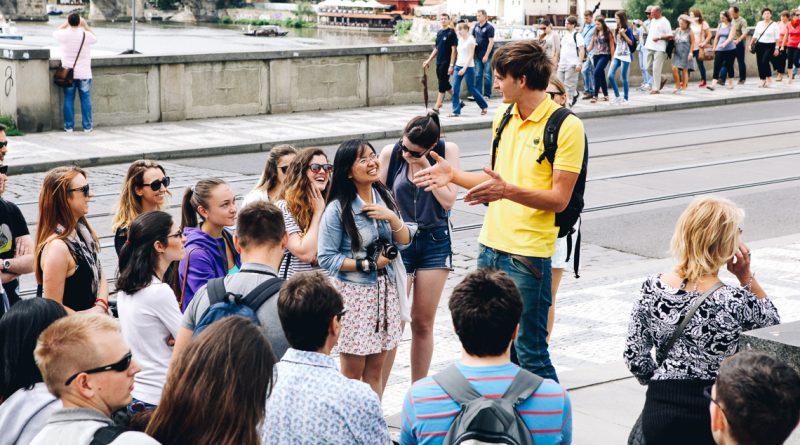 Частный гид за границей: нужная услуга или пустая трата денег