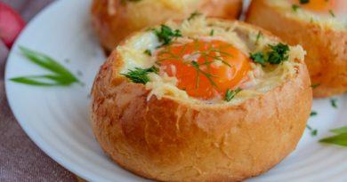 Яичница в булочках: оригинальный и сытный завтрак