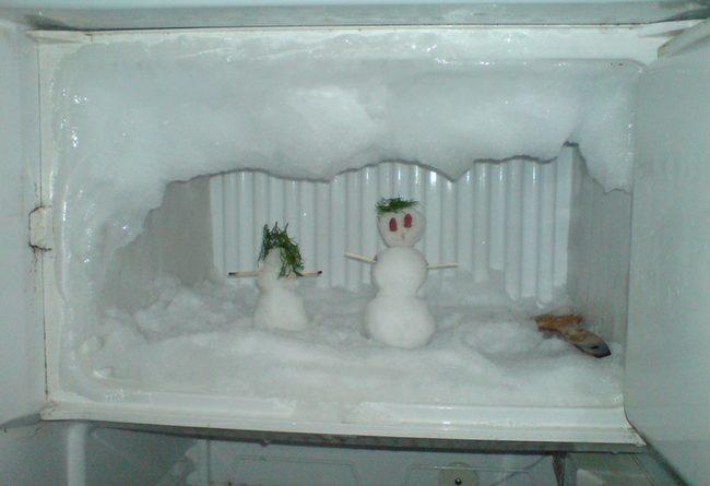 Почему намерзает задняя стенка холодильника?