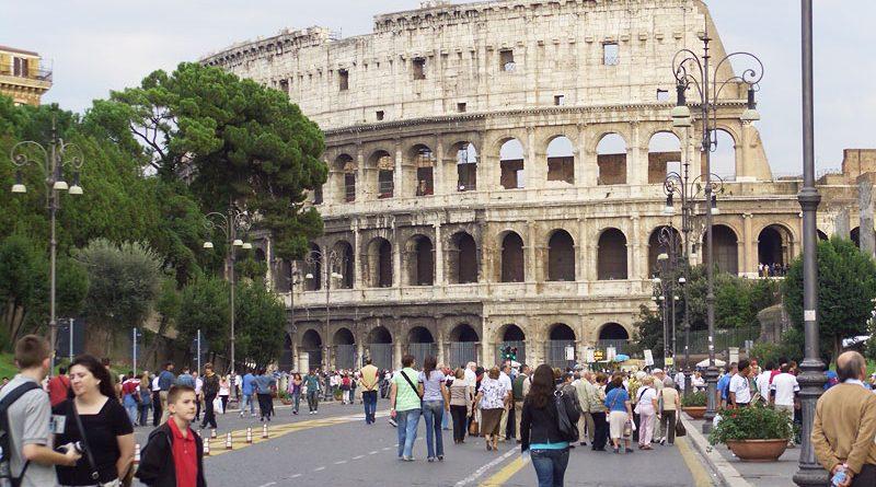 Путешествие по Италии — радость для глаз и наслаждение для желудка. Здесь огромный выбор мест, где можно познакомиться с древней культурой, искусством и архитектурой. Вы с легкостью можете отправиться гулять по живописным улицам, прокатиться на гондоле в Венеции, посетить многочисленные храмы и музеи. Без сомнения, итальянские курорты по-прежнему ждут наших туристов, чтобы обеспечить им хороший отдых и развлечения. Но что нового, возможно, ожидается для путешественников по Италии в этом году?