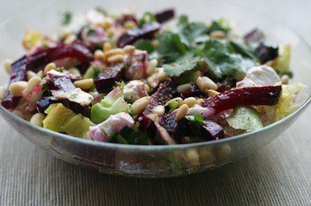 Салат со свеклой, мясом и сыром
