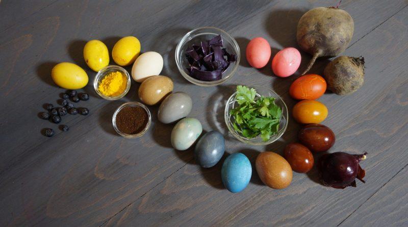 Как красить яйца натуральными средствами: 4 простые идеи