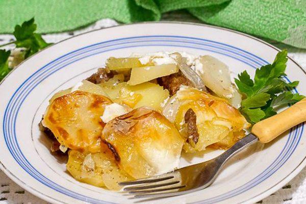 Картофельная запеканка с мясом и квашеной капустой