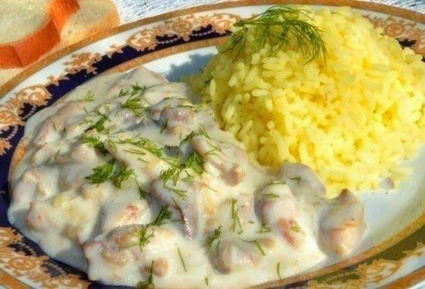 Курица в молочно — чесночном соусе
