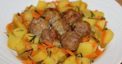 Фрикадельки с картофелем в горшочках