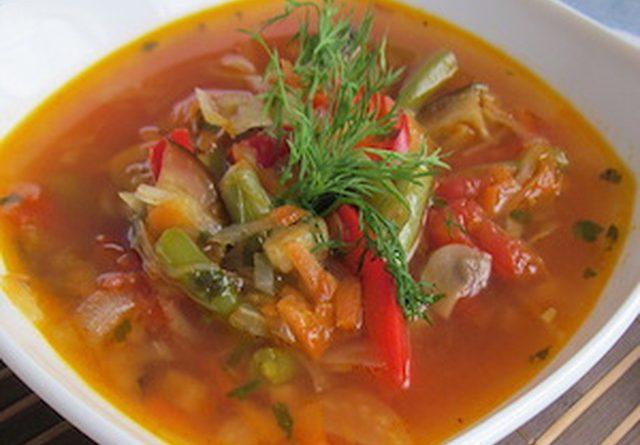 Фасоль с говядиной в томатном соусе