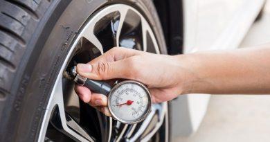 Зачем водители снижают давление в шинах