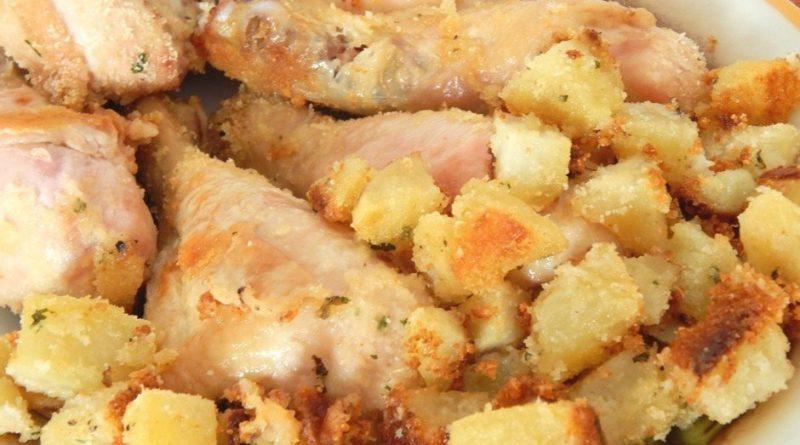 Куриные голени в панировке с картофелем