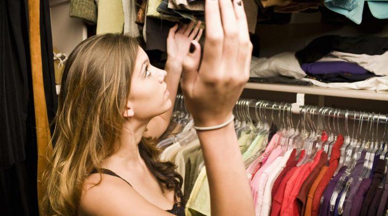 Как ликвидировать неприятный запах в шкафу?