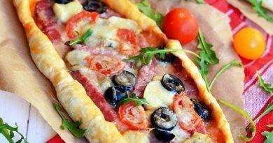 Пицца с салями, грибами и помидорами