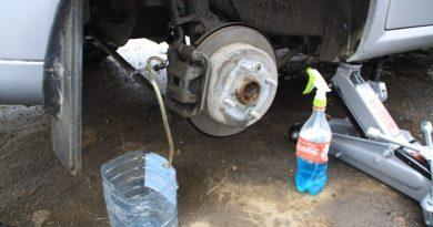 Когда и как менять тормозную жидкость