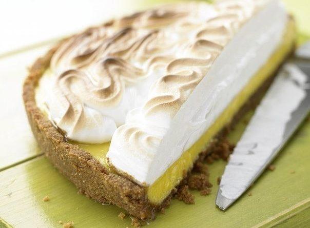Торт - безе с лаймовым кремом.