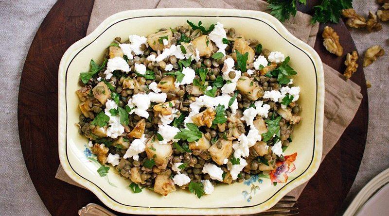 Салат с чечевицей и сыром фета