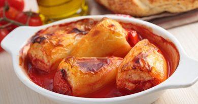 Фаршированный перец в томатном соусе