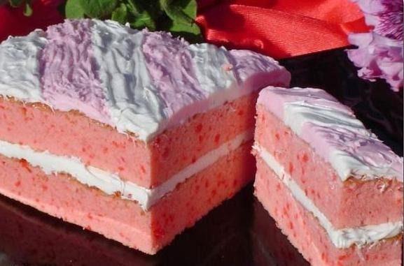 Торт клубнично-йогуртовый