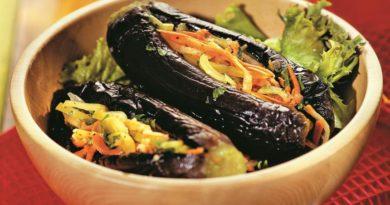 Соленые баклажаны, фаршированные овощами на зиму