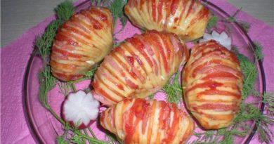 Картофель в фольге с ветчиной, сыром и чесноком.