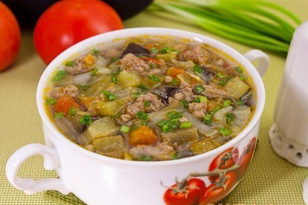 Овощной суп с фаршем на скорую руку.