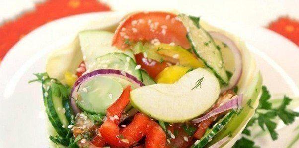 Салат из овощей с кунжутом