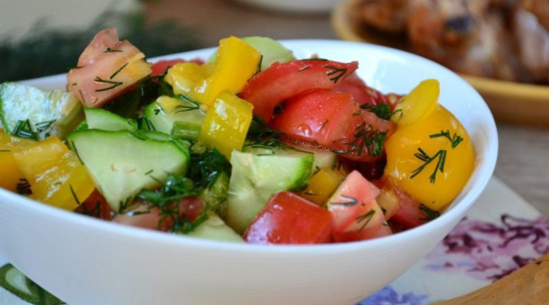 Салат из помидоров, огурцов и перцев