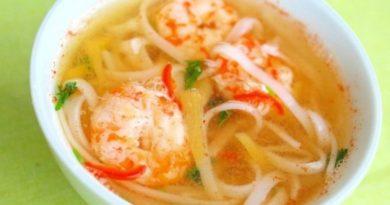 Суп с креветками и рисовой лапшой
