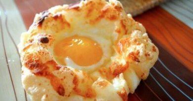Яичные гнезда с сыром на завтрак
