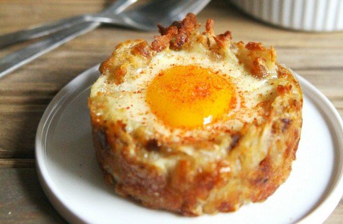 Картофельные корзинки с яичницей-глазуньей