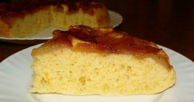 Нежный манно-яблочный пирог