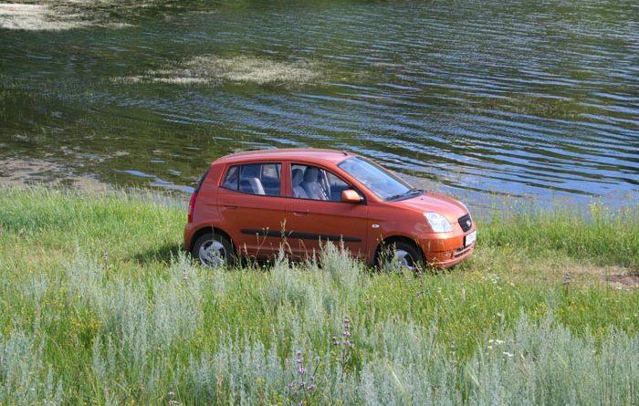 Как правильно парковаться у водоема и не попасть в неприятность
