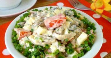 Салат из куриных сердечек с помидорами и горошком