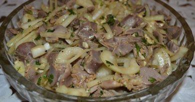 Маринованные куриные желудочки в соевом соусе пикантные и невероятно вкусные.