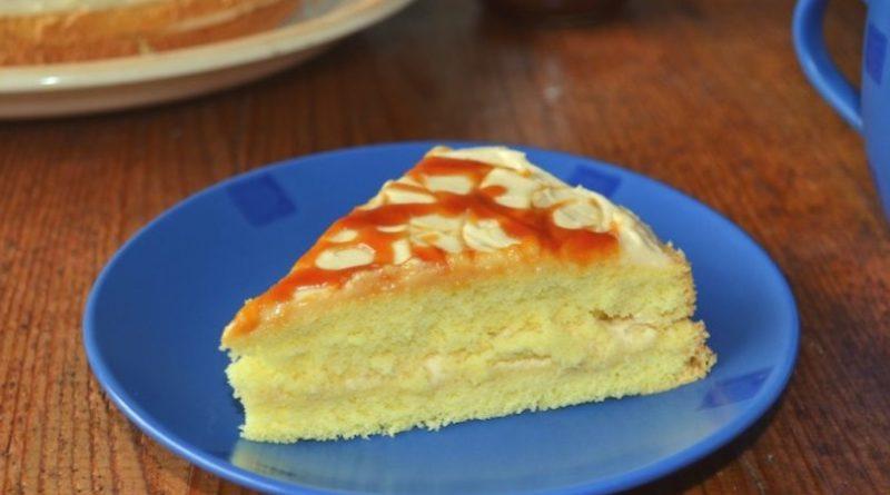 Торт с карамельным соусом