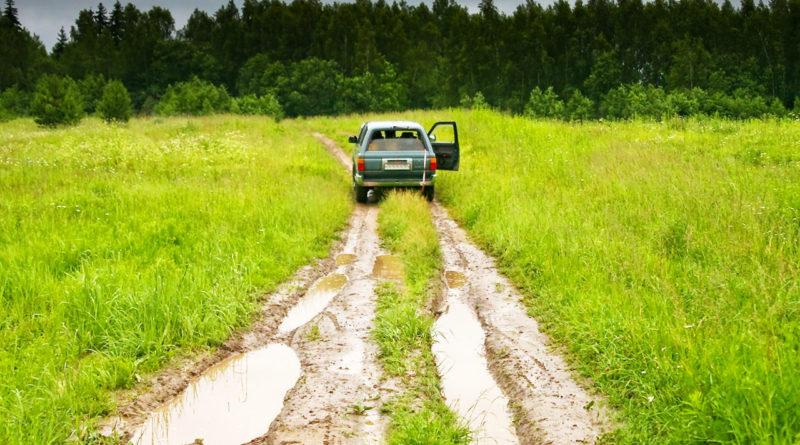 8 правил безопасного вождения на грунтовой дороге