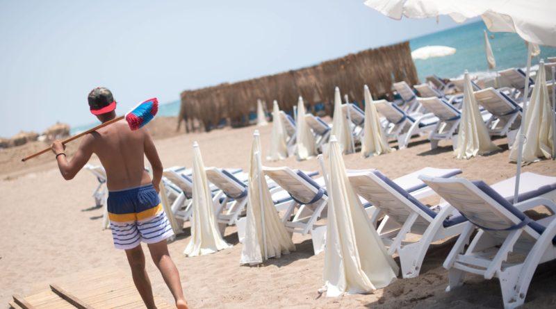 Как туристов обворовывают на пляжах Турции