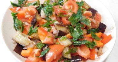 Осенний салат с баклажаном