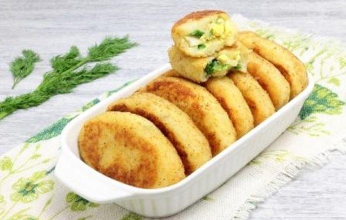 Картофельные биточки с зеленым луком