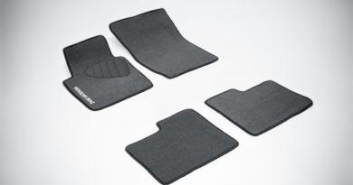 Резиновые коврики или ворсовые: есть ли разница для водителя?