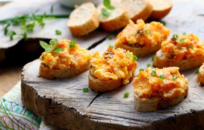 Икра из соленого лосося с морковью и сыром