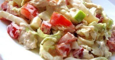 Салат с яблоком, курицей и кальмарами
