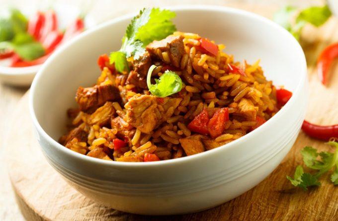 Острая курица с овощами и рисом